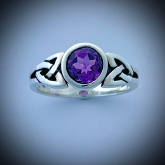 Trinity Ring w/Amethyst (Natural, Faceted 7mm)